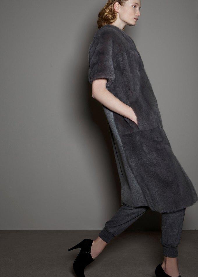 Вышли предосенние коллекции Alexander McQueen, Moschino и Valentino. Изображение № 22.