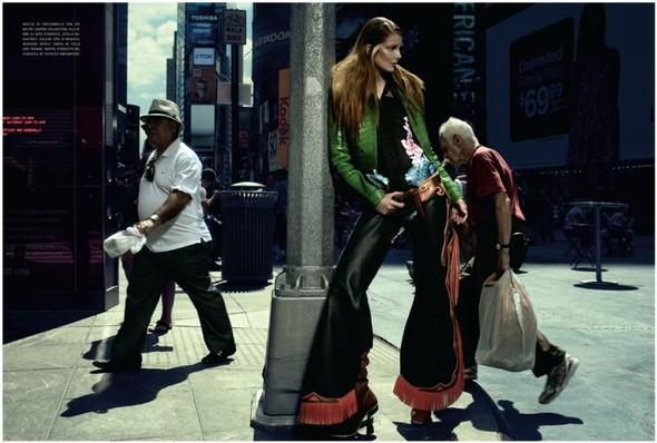 Съемка: Энико Михалик для итальянского Vogue. Изображение № 7.
