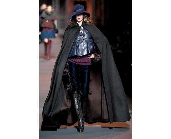 Показ Dior FW 2011. Изображение № 2.