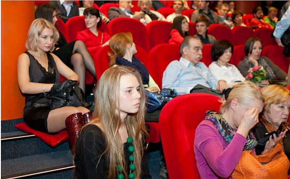 Трудности перевода, красная дорожка и стакан виски: Как я работала на кинофестивалях. Изображение № 8.