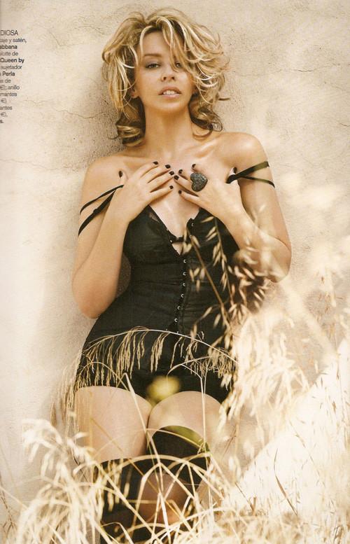 Кайли Миноуг снялась в фотосессии для испанского Vogue. Изображение № 10.