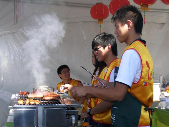 Как и на большинстве фестивалей, на Fusion продается кухня разных народов мира. Изображение № 19.