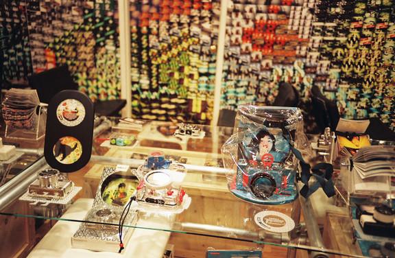 Галерея-магазин Ломографии вНью-Йорке. Изображение № 50.