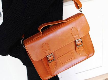 b404c199 Хочу купить примерно вот такую сумку, кожанную. Может быть мне кто-то  сможет подсказать куда можно приехать и сразу купить?!