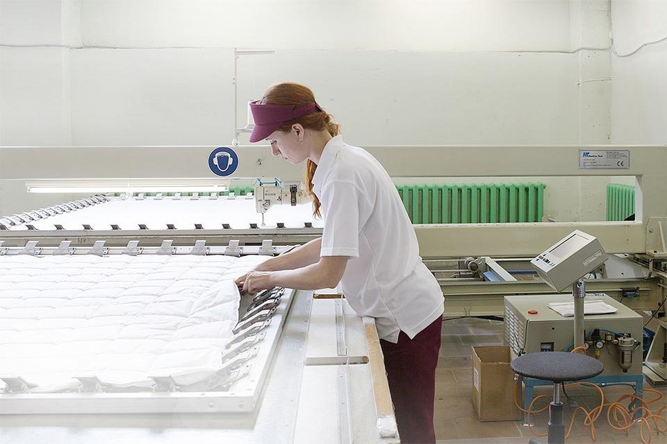 Производственный процесс: Как делают подушки — Как это работает на The Village