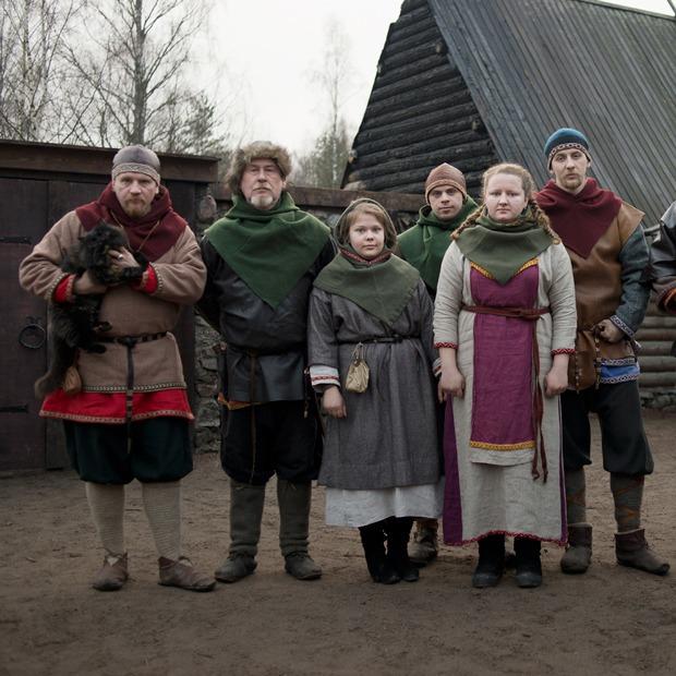 «Такая военная демократия»: Как живут и с кем сражаются викинги под Выборгом — На месте на The Village