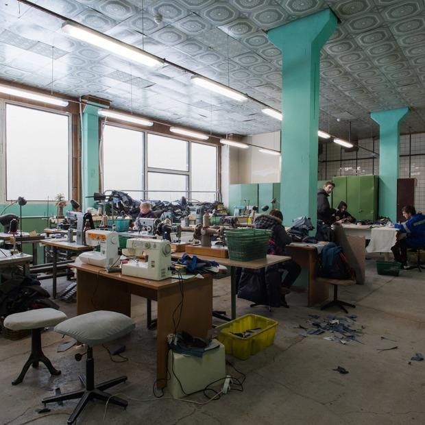 «Пришёл запрос от стилистов Леди Гаги»: Кто и как делает обувь в Петербурге — Как это работает на The Village