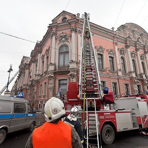 В Петербурге горел дворец Белосельских-Белозерских — Ситуация на The Village
