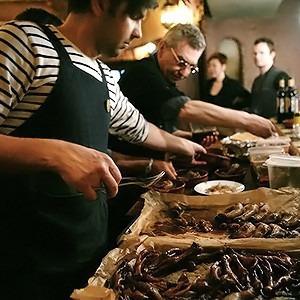 Молчание телят: Репортаж с заседания клуба поедателей потрохов — Кухня на Look At Me
