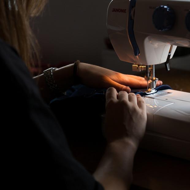Новые дизайнеры из Петербурга: Конструктор свитеров, ретро-бельё и носки для феминисток — Молодая марка на The Village