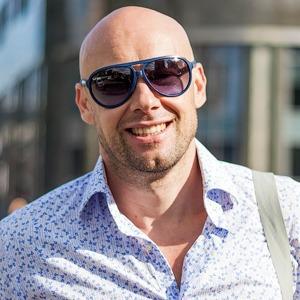Внешний вид (Киев): Денис Казван, директор по коммуникациям Фонда Виктора Пинчука и PinchukArtCentre — Магазины на The Village