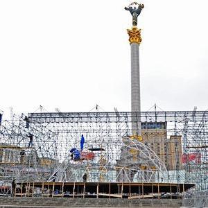 Новогодняя ночь в Киеве: Футбольные ворота на Майдане, шоу огней и метро до утра — Ситуация на The Village