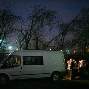 Ночной рейс: Волонтёры и бездомные автобуса «Ночлежка» — Общественные пространства на The Village