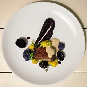 Рецепты шефов: Филе говядины с пюре из цветной капусты и соусом из лисичек — Рецепты шефов на The Village