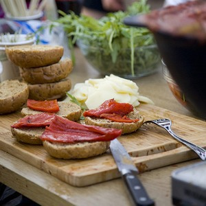 Еда на Пикнике «Афиши»: сэндвичи Foodster, пироги «Это моя булочка» и бургеры от «Даров природы»