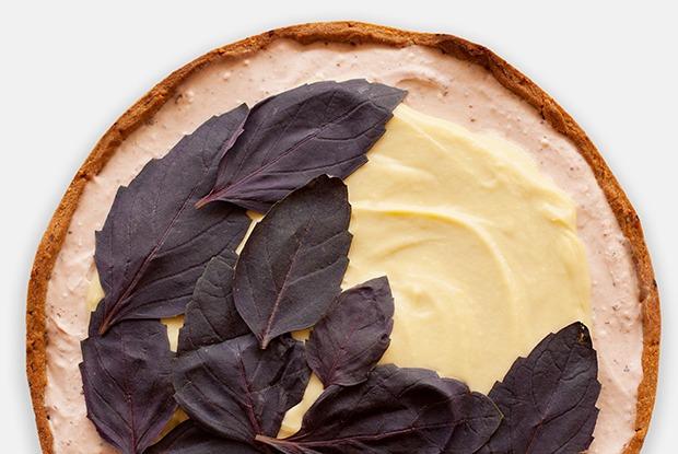 Клубнично-базиликовый тарт с кокосовым заварным кремом