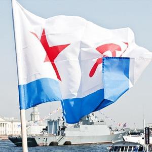 Фоторепортаж: День Военно-морского флота в Петербурге — Люди в городе на The Village