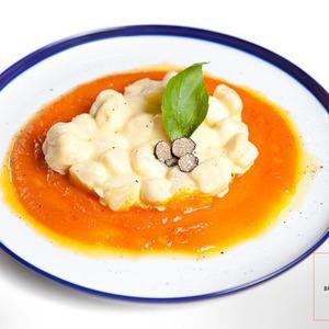 Рецепты шефов: Картофельные ньокки с пармезаном на креме из тыквы — Рецепты шефов на The Village
