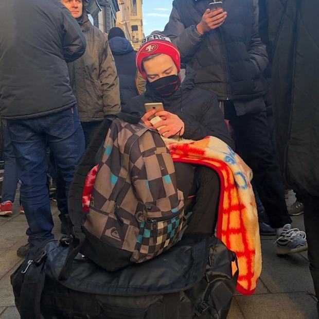 «В минус точно не уйдем»: Москвичи в очереди за iPhone X — Люди в городе на The Village