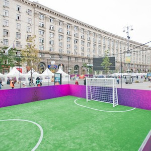 Фоторепортаж: Улица футбола — фан-зона на Крещатике — Фоторепортаж на The Village