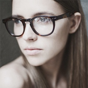 На полках: Магазин очков и оправ Hello Glasses — Магазины на The Village