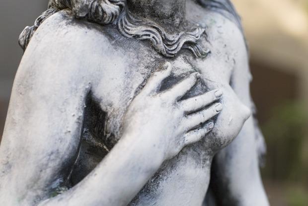 Покажи грудь подруги: Феминистки — о сексистской рекламе к 8 Марта — Комментарии на The Village