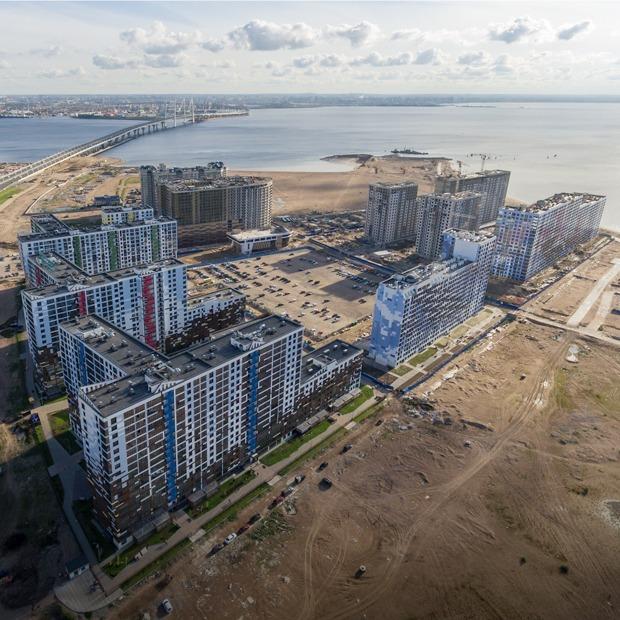 Шум, ветер, песок в квартирах и запах моря: Как живут новоселы на намыве Васильевского острова  — На месте на The Village