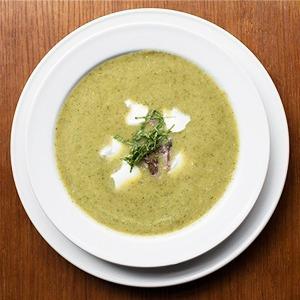 Рецепты шефов: Крем-суп из цукини и мяты с мясом утки и творожным сыром — Рецепты шефов на Look At Me