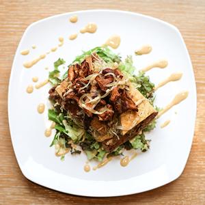 Вегетарианская брускетта с тофу в медово-горчичном соусе с лисичками — Рецепты шефов на The Village