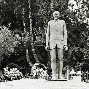 По местам: Памятник Николаю Пилюгину — Общественные пространства на The Village