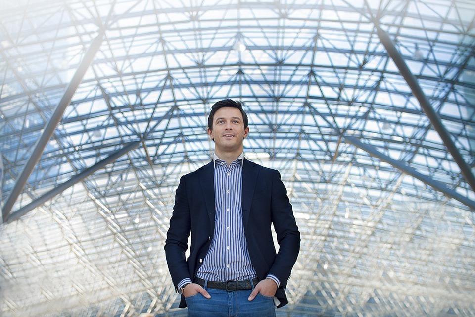 Дмитрий Кузнецов (SkyJet): Как правильно работать с VIP-пассажирами — Облако знаний на The Village