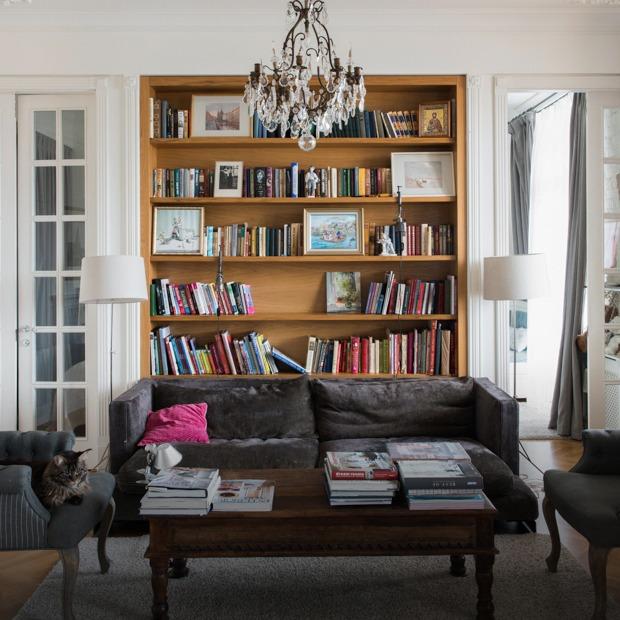 Квартира с антикварной мебелью в высотке на Котельнической — Квартира недели на The Village
