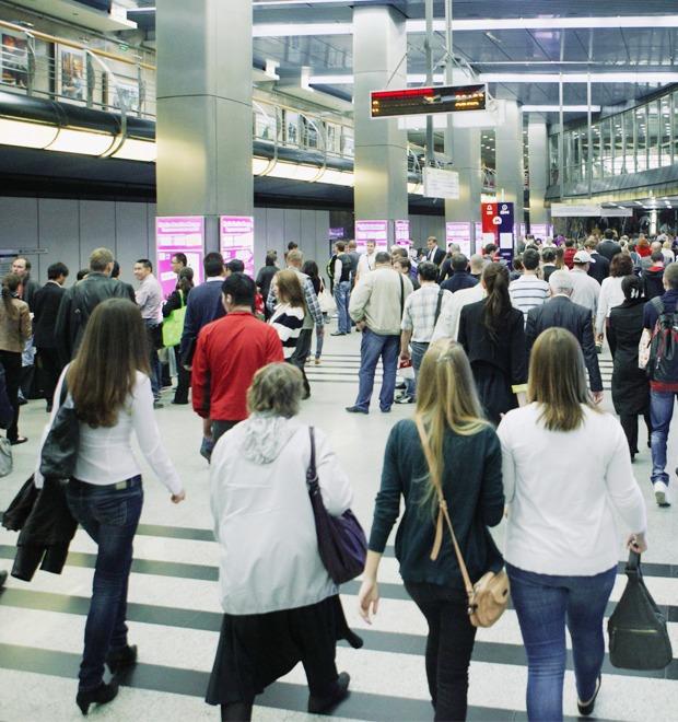 Фото дня: Как выглядит виртуальный супермаркет в метро — Город на The Village