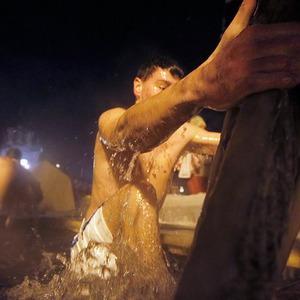 В прорубь: Репортаж с крещенских купаний