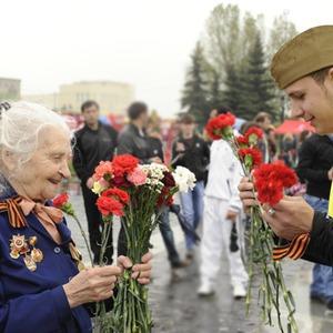 День Победы в Москве и Петербурге: Как гуляют и о чём вспоминают ветераны 9 Мая — Люди в городе на The Village