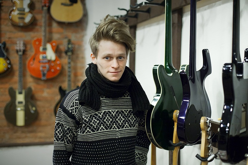 Guitar hero: Как бывший звукорежиссёр зарабатывает на винтажных гитарах — Свое место на The Village