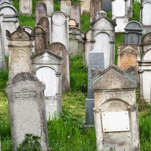 Что происходит с аккаунтами в соцсетях после смерти их владельцев
