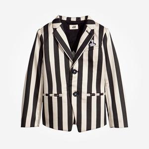Что надеть: Куртка Barbour, платье Oh, my, кроссовки New Balance — Что надеть на The Village