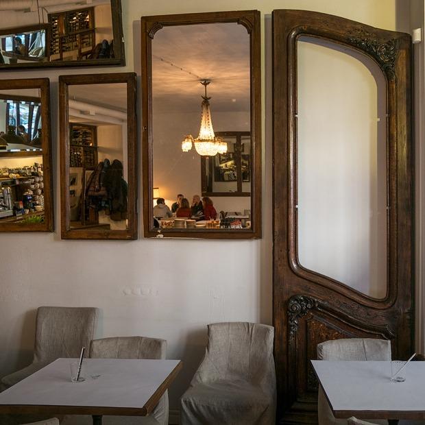 Как в Петербурге искали исторические двери из знаменитого дома Бака — Истории на The Village