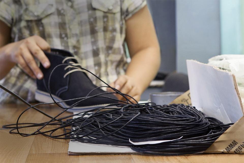 Производственный процесс: Как делают ботинки — Как это работает на The Village