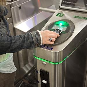 Мобильный вместо проездного: Как использовать телефон в метро — Как всё устроено на The Village