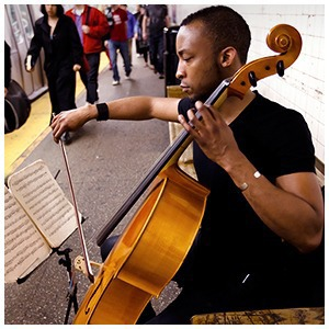 Какая музыка звучит  в метро Пекина, Нью-Йорка, Брюсселя — Иностранный опыт на The Village
