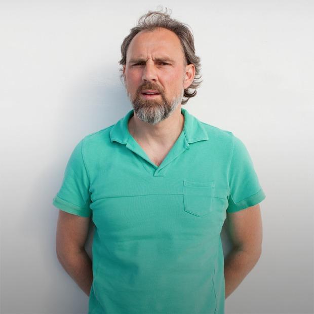 «Я бы умер, если бы всё согласовывал»: Создатель «Брюсова» и «Флакона» — о своём бизнесе