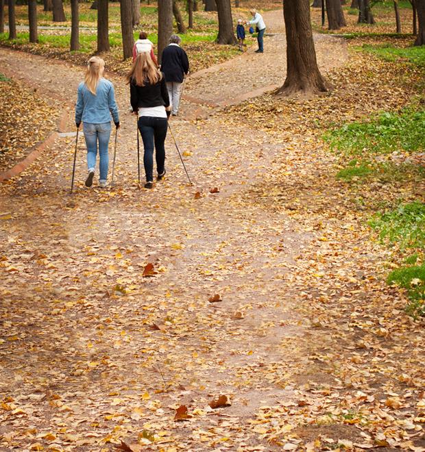 Люди в городе: Кто занимается скандинавской ходьбой — Люди в городе на The Village