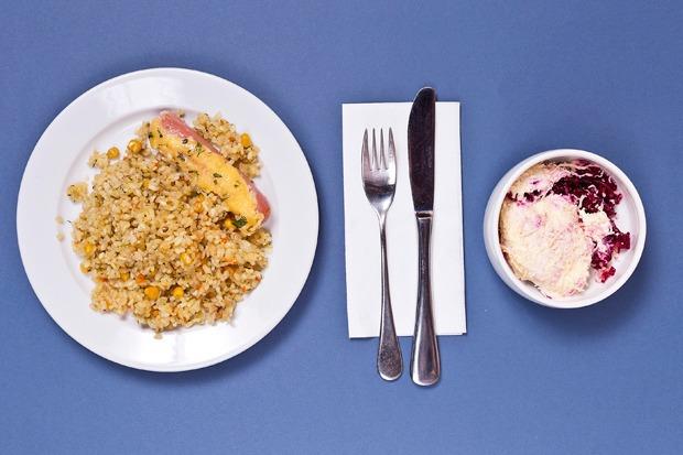 Макароны, сосиски, майонез: Чем кормят в московских школах — Эксперимент на The Village