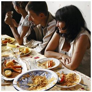 «Кускус и барабулька»: Как иммигранту открыть ресторан во Франции — Пищевая плёнка на The Village