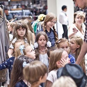 Детская мода: Филипп Миронов-младший дает комментарии линии jnby by JNBY в «Цветном» — В цвете дня на The Village