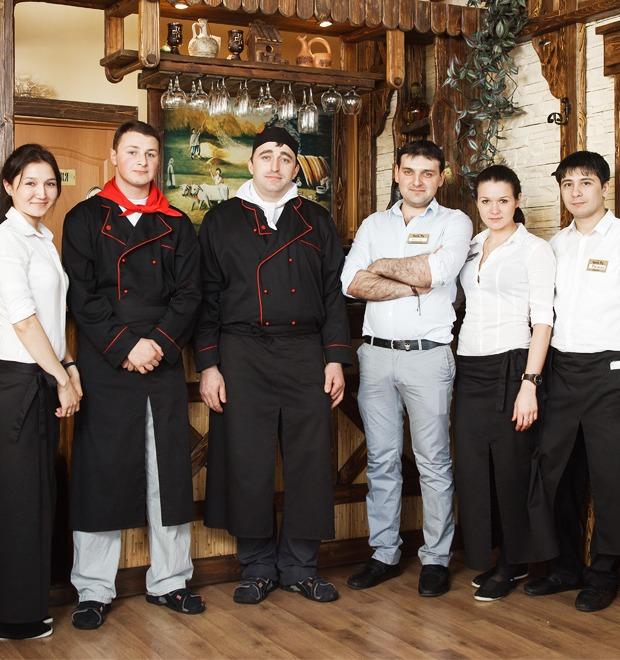 Первые лица: Какподбирают официантов в«Чито-Ра» — Еда на The Village