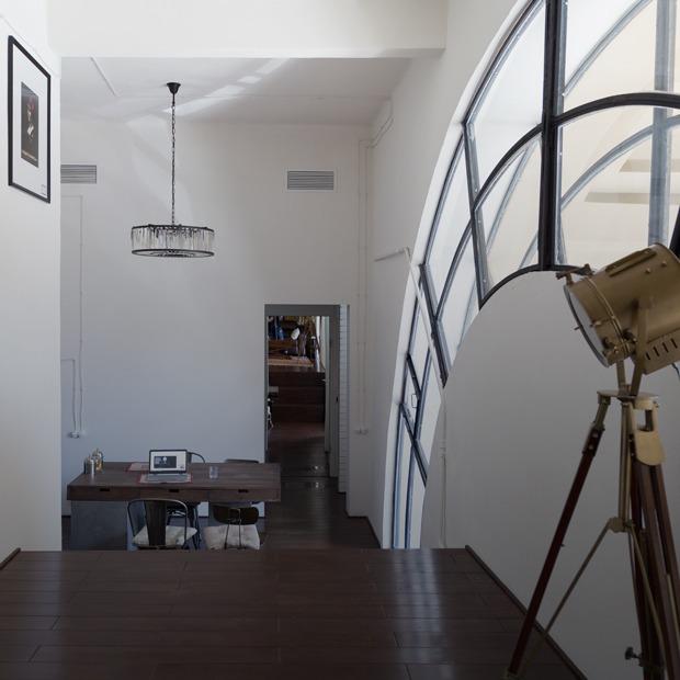 Жилое пространство в арке дома на Русаковской набережной — Квартира недели на The Village