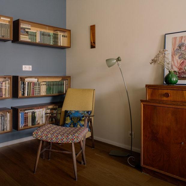 Современная двушка с музейными стенами на «Тимирязевской» — Квартира недели на The Village
